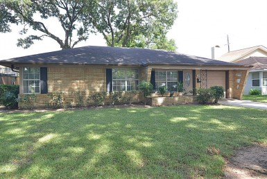 1727 Drive Knightwick Houston Texas 77008 for only  $415000 with 2 baths / 3 bedrooms - Single-Family