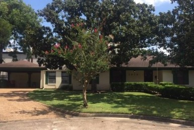 1815 Drive Willowby Houston Texas 77008 for only  $435000 with 2 baths / 3 bedrooms - Single-Family