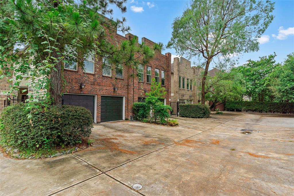 706 Street 20th Houston Texas 77008 for only  $475000.00 with 2.00 baths / 3 bedrooms - Single-Family