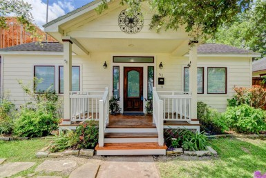 512 Street 26th Houston Texas 77008 for only  $489000 with 2 baths / 2 bedrooms - Single-Family