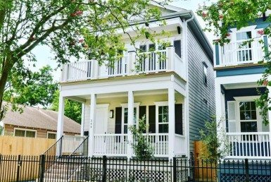344 Street 27th Houston Texas 77008 for only  $699000 with 3 baths / 4 bedrooms - Single-Family