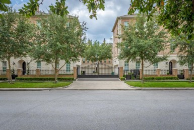 2126 Drive Briarglen Houston Texas 77027 for only  $700000 with 3.1 baths / 3 bedrooms - Townhouse/Condo