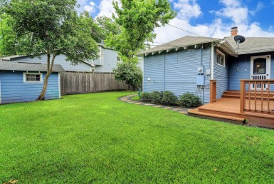107 Street Munford Houston Texas 77008 for only  $449000.00 with 1.00 baths / 3 bedrooms - Single-Family