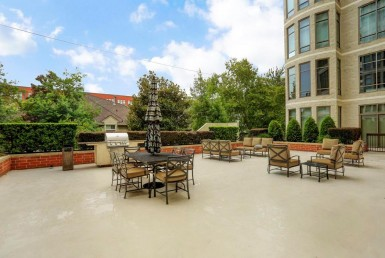 2211 Drive Briarglen Houston Texas 77027 for only  $649000 with 2.1 baths / 3 bedrooms - Mid/Hi-Rise Condo