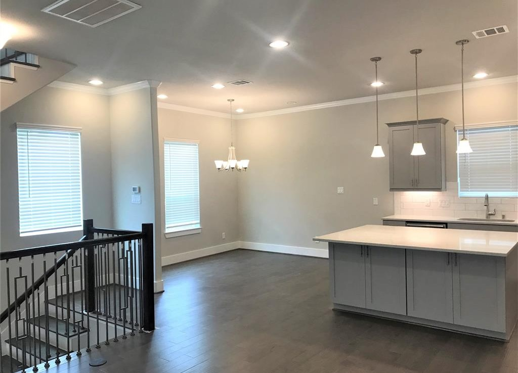 418 Street 28th Houston Texas 77008 for only  $371990 with 3.1 baths / 3 bedrooms - Townhouse/Condo