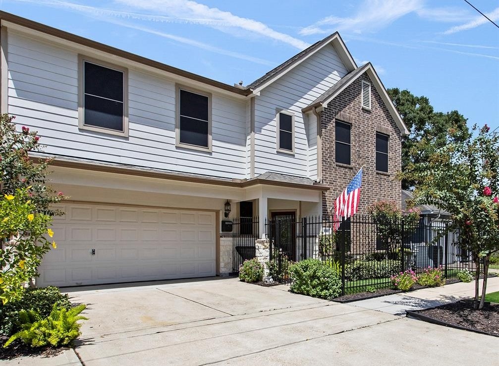 1511 Street 14th Houston Texas 77008 for only  $465000 with 2.1 baths / 3 bedrooms - Single-Family