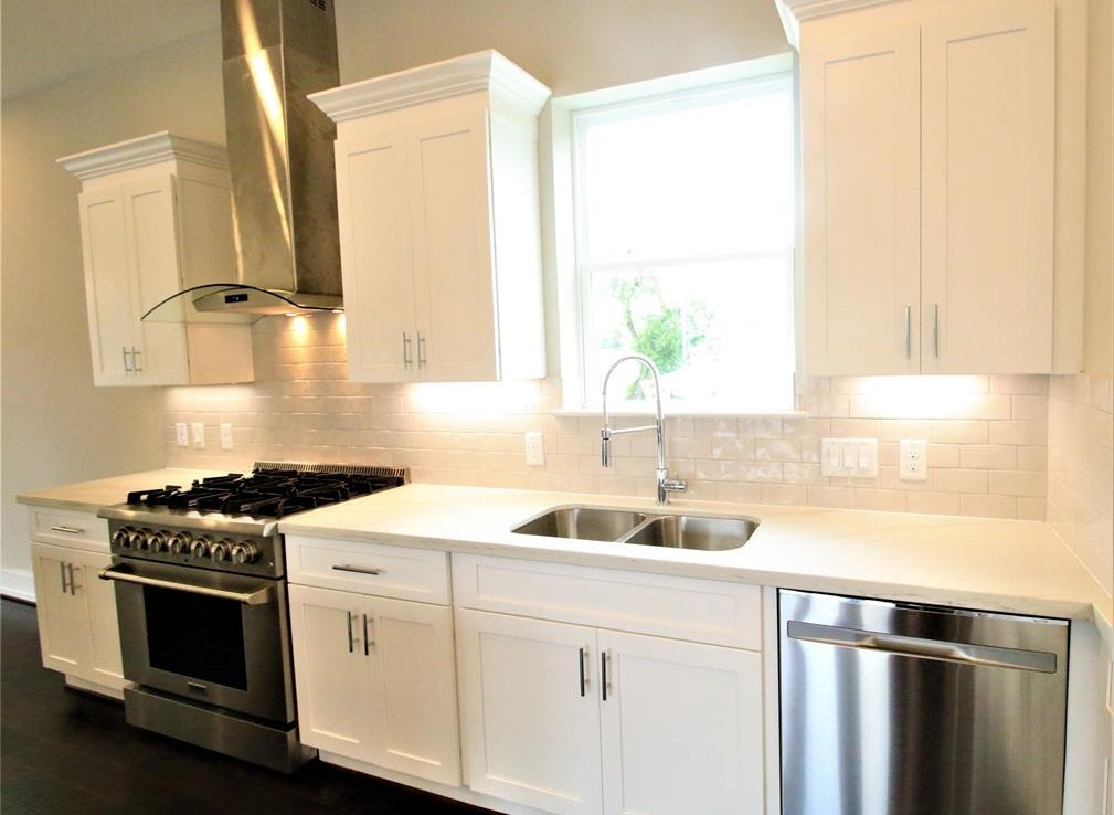 1122 Street 22nd Houston Texas 77008 for only  $365000 with 3.1 baths / 3 bedrooms - Single-Family