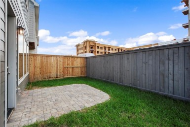 1523 Way Biondo Houston Texas 77008 for only  $500000 with 2.1 baths / 3 bedrooms - Single-Family