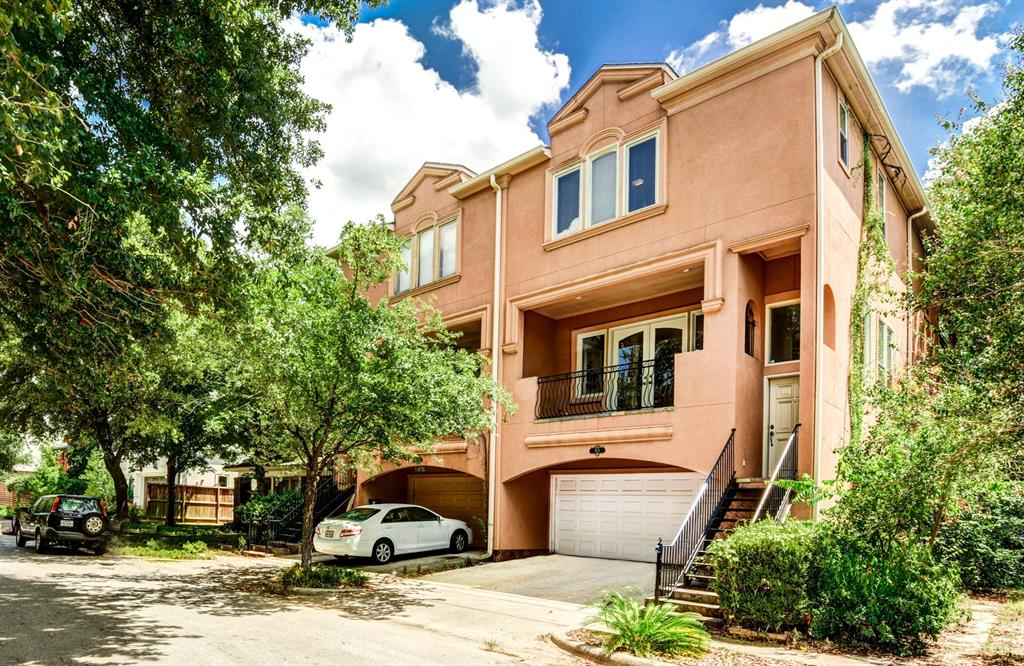 413 Street Pierce Houston Texas 77019 for only  $689000 with 3.1 baths / 3 bedrooms - Townhouse/Condo