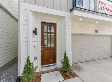 420 Street 28th C Houston Texas 77008 for only  $371990.00 with 3.10 baths / 3 bedrooms - Single-Family
