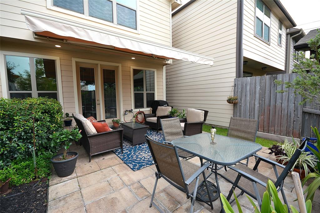 1113 Street 26th Houston Texas 77008 for only  $498500 with 2.1 baths / 3 bedrooms - Single-Family
