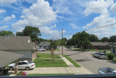 1813 Street Pannell Houston Texas 77020 for only  $198900 with 2.1 baths / 3 bedrooms - Single-Family