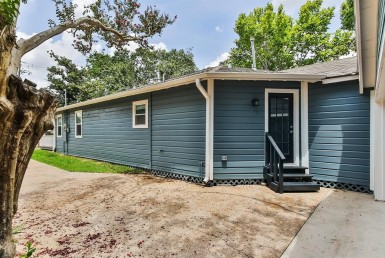 1414 Street Alexander Houston Texas 77008 for only  $699000 with 3 baths / 4 bedrooms - Single-Family