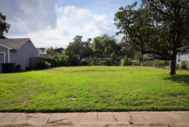 1102 Lane Wynnwood Houston Texas 77008 for only  $350000.00 with 0.00 baths /  bedrooms - Lots
