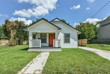 2821 Street Holman Houston Texas 77004 for only  $249900.00 with 2.10 baths / 3 bedrooms - Single-Family