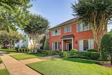 503 Hill Jackson Houston Texas 77007 for only  $450000.00 with 3.10 baths / 3 bedrooms - Single-Family