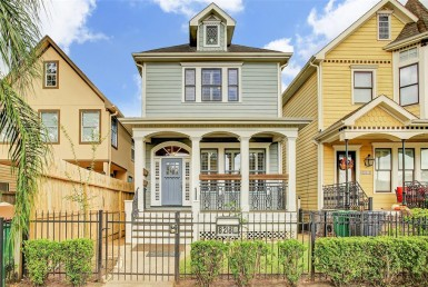 828 Street 22nd Houston Texas 77008 for only  $475000.00 with 3.10 baths / 4 bedrooms - Single-Family