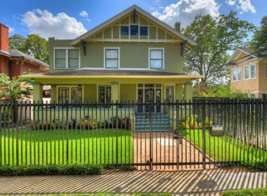 905 Street Kipling Houston Texas 77006 for only  $1325000.00 with 2.20 baths / 4 bedrooms - Single-Family